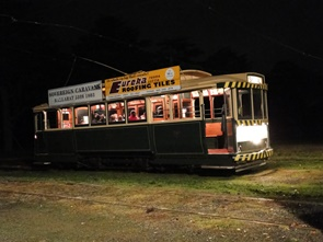 tram33 at night