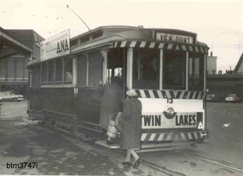 No. 13 picking up passengeres at the Grenville St stop - 18/7/1968 - Photo The Courier, Ballarat.